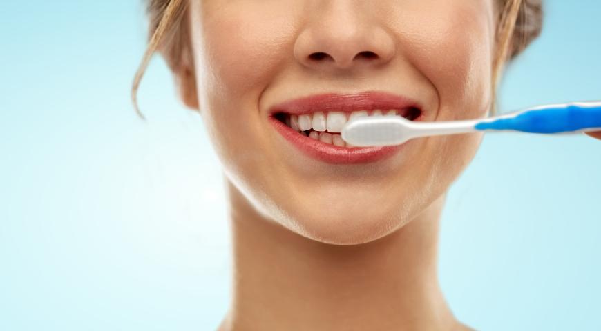 Wylecz krwawiące dziąsła i zapalenia jamy ustnej